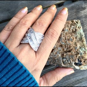 Jewelry - 🆕 Elegant Weave Silver Ring Size 8